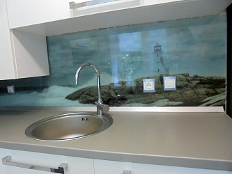 Стеновая панель из стекла для кухни